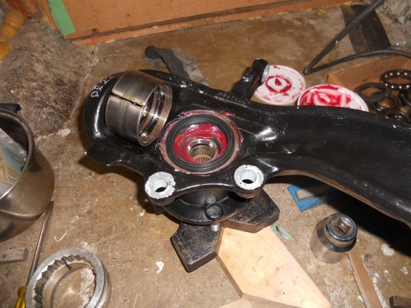 Syncro: front wheel bearing installation and front